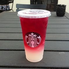 """21 Mouth-Watering Starbucks """"Secret Menu"""" Drink IdeasIf you're a fan of Starbucks then you'll love these deliciously crafted drinks from their """"secret"""" menu. Starbucks' """"secret menu"""" consists of yummy dr. Starbucks Frappuccino, Copo Starbucks, Starbucks Hacks, Bebidas Do Starbucks, Starbucks Refreshers, Starbucks Art, Starbucks Birthday, Hot Coffee, Slushies"""