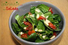 """Toen ik de basis voor deze spinaziesalade tegenkwamben ik """"gevallen"""" voor de dressing. De combinatie van honing, balsamicoazijn en mosterd leek me heerlijk! En dat blijkt wel, dit is al tijden mijn favoriet. Een salade van verse spinazie is weer een anders dan de standaard ijsbergsla toch? Neem ook eens een kijkje bij mijn... LEES MEER..."""