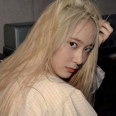 Krystal Sulli, Krystal Fx, Jessica & Krystal, Jessica Jung, Kpop Girl Groups, Kpop Girls, Krystal Jung Fashion, K Idol, Aesthetic Fashion