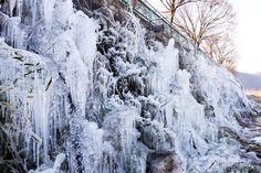 """Estruturas do festival de #gelo """"Namdaecheon"""" em #Muju, na Coreia do Sul. Foto: Yonhap/Efe."""