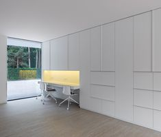 minimal home office - Villa L by Powerhouse Company: http://www.dezeen.com/2013/03/27/villa-l-by-powerhouse-company-and-rau/