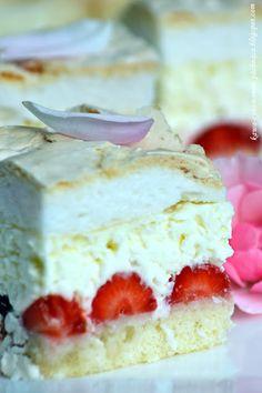 Malibu z truskawkami Cookie Desserts, Dessert Recipes, Fruit Sandwich, Delicious Desserts, Yummy Food, White Cakes, Polish Recipes, Cake Cookies, No Bake Cake