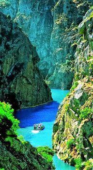 Douro River. Portugal. (66 pieces)