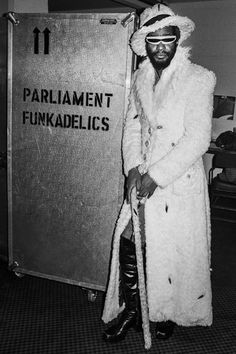 The Legendary George Clinton Look Disco, Bootsy Collins, Parliament Funkadelic, Funk Bands, George Clinton, Vintage Black Glamour, Soul Singers, Old School Music, Music Mood