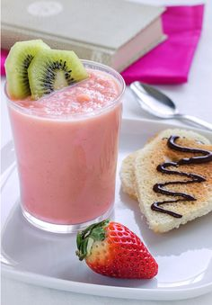 Breakfast in Bed: Valentine Strawberry Smoothie : eatwell101