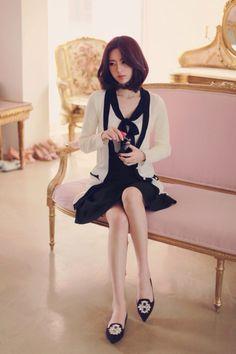 【Milkcocoa】尹善英 Korean Girl Fashion, Womens Fashion For Work, Asian Fashion, Uzzlang Girl, Hey Girl, Asian Woman, Asian Girl, Yoon Sun Young, Up Skirt Pics