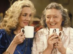 Judy Cornwell and Shirley Stelfox in Keeping Up Appearances British Tv Comedies, British Comedy, British Actresses, British History, British Humour, English Comedy, Bbc Tv Shows, Keeping Up Appearances