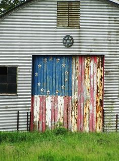 Old Barns and Old Glory are just so Americana. Country Barns, Old Barns, Country Life, Country Living, Country Roads, Barn Art, Barns Sheds, Farm Barn, Thing 1