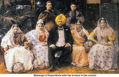 """In a Familiar Dinner Singh confirmed the fears of a mother Anita's harem of four wives and that he had already given birth to four children, but at the same time assured her that this life is not threatened by the most Anita. She will live in his own house in the Western manner, will be able to come to Europe many times as you wish. And, asking the young Spaniard hands, he offered a Dowry which """"could provide the halcyon days of the Delgado family at vitam aeternam», that is to say, forever."""