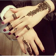 Are you interested to adore simple mehndi designs on palm on chand rat? Mojaritoy of the girls and women move to the mehndi artists or saloons for the best mehndi design. Henna Hand Designs, Eid Mehndi Designs, Mehndi Designs Finger, Stylish Mehndi Designs, Mehndi Designs For Girls, Mehndi Designs For Fingers, Mehndi Design Images, Beautiful Henna Designs, Latest Mehndi Designs