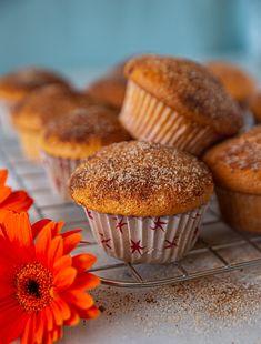 Maffiga vaniljmuffins med kanel och socker - ZEINAS KITCHEN Zeina, Bacon, Food And Drink, Cupcakes, Eat, Breakfast, Desserts, Sweet Stuff, Prom Dresses