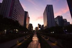 https://flic.kr/p/aEMZSn   Seoul   Cheonggyecheon, Seoul, Korea. October 2011. Canon 550D.  Follow me on: Twitter   500px   Google+