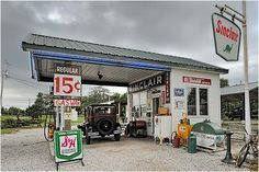 Holly and I stopped here and met Gary in 2012.  A wonderful man helping keep the memory of old Route 66 alive.