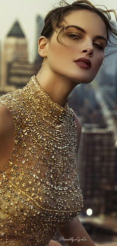 Gold shimmering sparkling beads and glitter dress Gold Fashion, Fashion Details, Vintage Fashion, Women's Fashion, Woman In Gold, Golden Goddess, Color Plata, Glitter Dress, Glamour