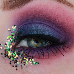 Sunday funday with @essence_cosmetics glitter »05 chameleon« #essencecosmetics #glitterlook #glittereyes #makeup #motd #eotd #amu…