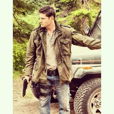 Dean Winchester (as portrayed by Jensen Ackles) - Supernatural Dean Winchester Supernatural, Castiel, Jensen Ackles Supernatural, Winchester Boys, Familia Winchester, Supernatural Tv Show, Supernatural Seasons, Winchester Brothers, Dean Winchester Outfit