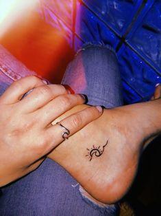 Beste Tattoo Cute Little Tatoo 30 Ideen - Tattoo Idee - Tattoo - Small tattoos Tiny Tattoos For Girls, Cute Tiny Tattoos, Dainty Tattoos, Tattoo Girls, Mini Tattoos, Beautiful Tattoos, Hot Tattoos, Cute Henna Tattoos, Beach Tattoos