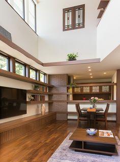 リビング、子供室、書斎コーナーをつなぐ、大きな吹き抜けからあふれる日差しが、家中を自然光で満たします。|リビング|インテリア|ダイニング|ナチュラル|コーディネート|デザイン|おしゃれ|テーブル|吹き抜け|モダン|飾り棚|