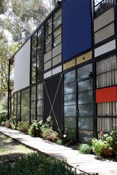 Eames house closeup, geometric modern, Ryan Taube - /browse/photographers/Ryan%20Taube - http://ryntau.com/travels/