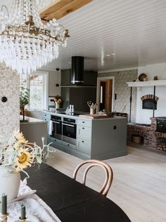 Scandinavian Apartment, Scandinavian Kitchen, Sweden House, Vintage Apartment, Paris Home, Small Apartment Decorating, Vintage Country, Home Furniture, Beautiful Homes