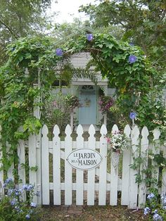 Best and Fascinating DIY Wooden Garden Fence Styles and Designs for Your Home Ideas & Inspirations – Best and Fascinating DIY Wooden Garden Fence Styles and Designs for Your Home Ideas & Inspirations – DECOREDO attractive gates for entrance to back yard Fence Design, Garden Design, Picket Gate, Fence Styles, Garden Styles, White Fence, White Picket Fences, Garden Cottage, Garden Fencing