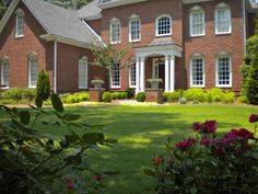 Small Front Yard Landscaping Ideas To Define Your Curb Appeal House Landscape, Landscape Plans, Landscape Designs, Creative Landscape, Landscaping On A Hill, Backyard Landscaping, Landscaping Ideas, Natural Landscaping, Tropical Landscaping