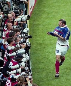 Retro Football, Vintage Football, Sport Football, Football Jerseys, Uefa European Championship, Best Football Players, Football Wallpaper, Zinedine Zidane, Uefa Champions League
