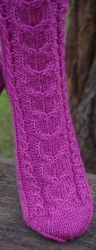 Ravelry: Herzzopf pattern by Susanne Kölling - Mode Stil Knitting Socks, Knit Socks, Ravelry, Legs, Knits, Patterns, Fashion, Accessories, Wrist Warmers
