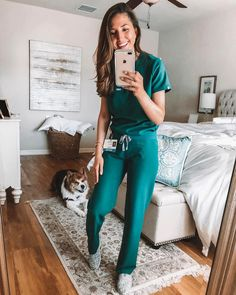 Womens Livingston – Basic Scrub Pants FIGS Hunter Green Scrubs – Rachel Nickels in our Catarina scrub top and Livingston scrub pants (& her cute dog! Livingston, Cute Nursing Scrubs, Nursing Clothes, Cute Medical Scrubs, Vet Tech Scrubs, Nursing Uniforms, Nurse Aesthetic, Doctor Scrubs, Green Scrubs