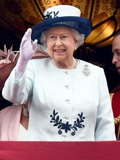 Queen Elizabeth May Leave Buckingham Palace for Renovations
