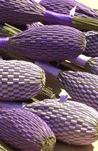 Lavendar rolls -- Grammie Dot won a blue ribbon at the fair with hers : ) http://www.gaec-champelle.fr/images/deco_produits.png