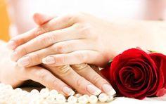 Come rinforzare le unghie: 5 rimedi naturali e non - Come rinforzare le unghie: vi presentiamo 5 rimedi naturali e non per avere mani sempre perfette. Una pulizia regolare è un primo passo per evitare il problema dello sfaldamento.