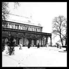 Královský letohrádek (2654-2) • Praha, leden 1964 • | černobílá fotografie, Belveder, sníh, letohrádek, kašna, stromy |•|black and white photograph, Prague|