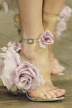Resultados de la Búsqueda de imágenes de Google de http://fotos0.mundofotos.net/2008/07_11_2008/onilo1226017203/zapatos-fantasia-de-fiesta.jpg