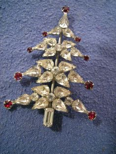 Vintage Signed Weiss Rhinestone Christmas Tree Pin Brooch