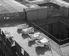 Beds on the rooftop of a traditional house, Baghdad, c1955سرائر على سطح أحد البيوت التقليدية، بغداد، ١٩٥٥