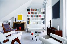 "voguelivingmagazine: ""House tour: a stylish apartment with a sense of grandeur that belies its size - Vogue Living """