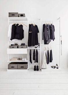 Open Closet Inspiration Walk In 35 Ideas Minimalist Closet, Minimalist Bedroom, Minimalist Decor, Minimalist Lifestyle, Minimalist Interior, Walk In Wardrobe, Walk In Closet, Capsule Wardrobe, Minimalism Living