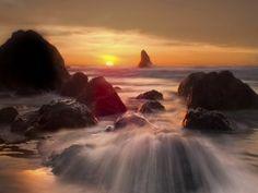 Un bonito amanecer en el mar