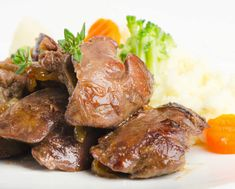 Tips for Sautéed Chicken Livers - Chowhound Chicken Liver Recipes, Great Chicken Recipes, Onion Recipes, New Recipes, Cooking Recipes, Easy Recipes, Chicken Gizzards, Liver And Onions, Fat Burning Foods