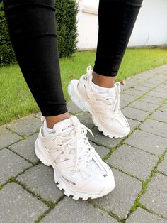 Balenciaga Track Trainers Size 39 Brand new! You are in the right place about balenciaga sneakers ou Trendy Womens Sneakers, Sneaker Outfits Women, All White Shoes, White Sneakers, White Balenciaga Sneakers, Balenciaga Trainers Outfit, Chanel Sneakers, Souliers Nike, Louis Vuitton Shoes Sneakers
