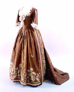 Embroidered striped robe a l'anglaise, German, ca 1780. Landesmuseum Wurttemberg.