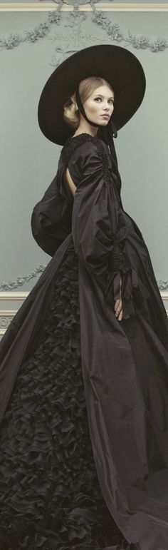 Ulyana Sergeenko S/S 2013. Full skirt and modern sleeve en bouffant remind of 1850's dress