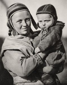 Sami woman and child Enare Finland - White Wolf : Rare, old photos of indigenous Sami people showcase their ancient and traditional way of life