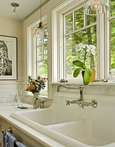 Love this vintage farmhouse sink style.