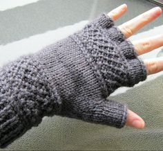 Free Knitting Pattern for Treads Tipless Gloves - Victoria Anne Baker's unisex gloves feature the linen ridge stitch that inspired the name of the pattern that can easily be modified to make full-fingered gloves, fingerless mitts, or even mittens.