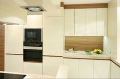 http://www.dobrzemieszkaj.pl/kuchnia_i_jadalnia/podlogi_i_sciany/107/co_polozyc_miedzy_szafkami_w_kuchni_praktyczne_rozwiazania,100867-110540.html