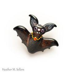 Vampire bat lampwork glass bead by Heather Sellers.  #Halloween #vampire #bat…