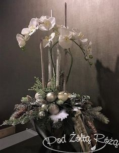 Among the most wonderful and sophisticated types of flowers, we carefully picked the matching types and altered them into a unique design. Christmas Door Decorations, Christmas Centerpieces, Holiday Wreaths, Orchid Flower Arrangements, Christmas Flower Arrangements, Outdoor Christmas, Christmas Crafts, Theme Noel, Yellow Roses