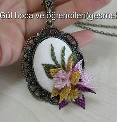 This Pin was discovered by NLN Beaded Embroidery, Hand Embroidery, Needlework, Diy And Crafts, Floral Design, Crochet Earrings, Wedding Photos, Brooch, Beads